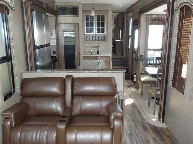 2017 Keystone AVALANCHE 370RD For Sale In Abbotsford